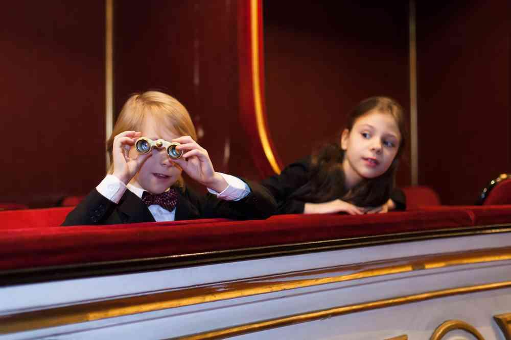 rossijskie-deti-smogut-besplatno-poseshchat-teatry